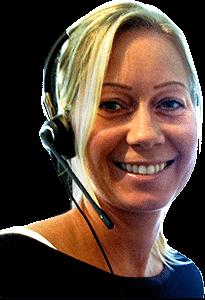 Bilde av en dame med headesett
